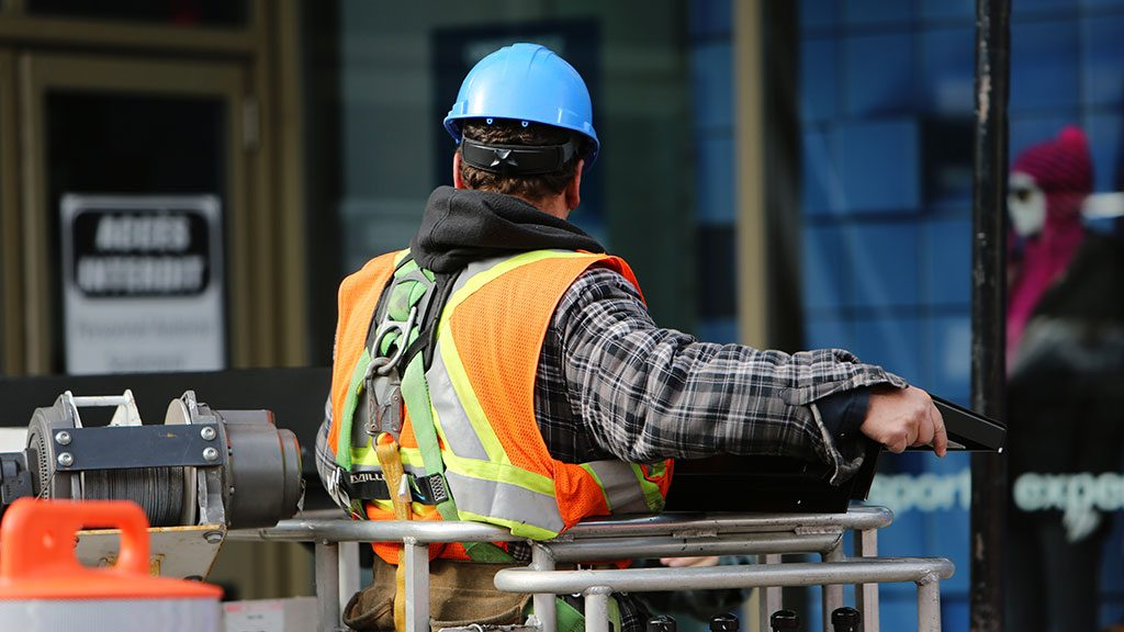 U.S. construction jobs down sharply year over year in August
