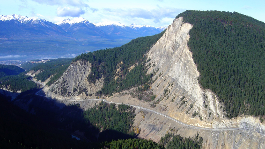 B.C. awards final contract for Kicking Horse Canyon project