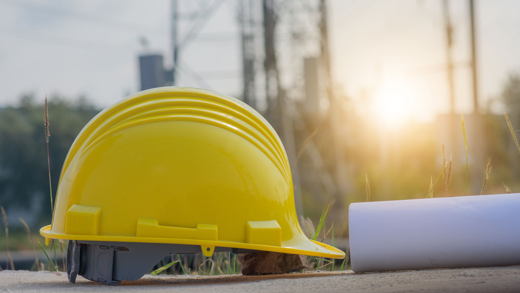 Unsecured material claims industry veteran's life, raises questions about site safety