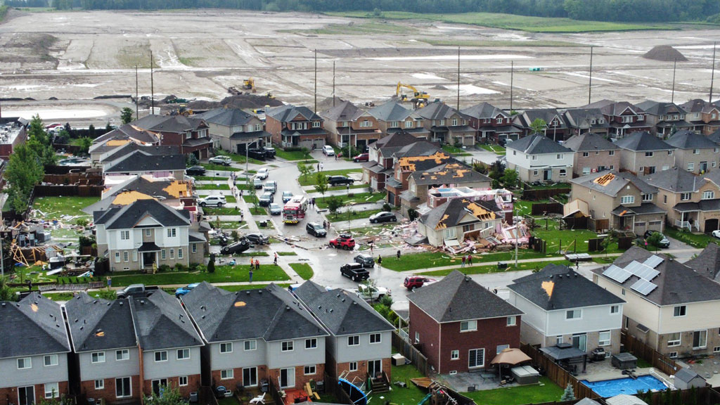 Clean up begins after tornado destroys homes, injures people in Barrie, Ont.